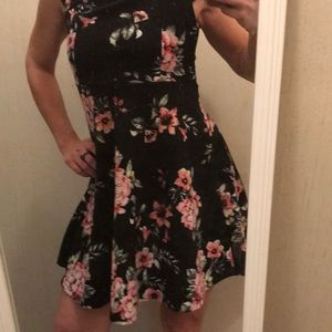 Gorgeous floral dress! Small